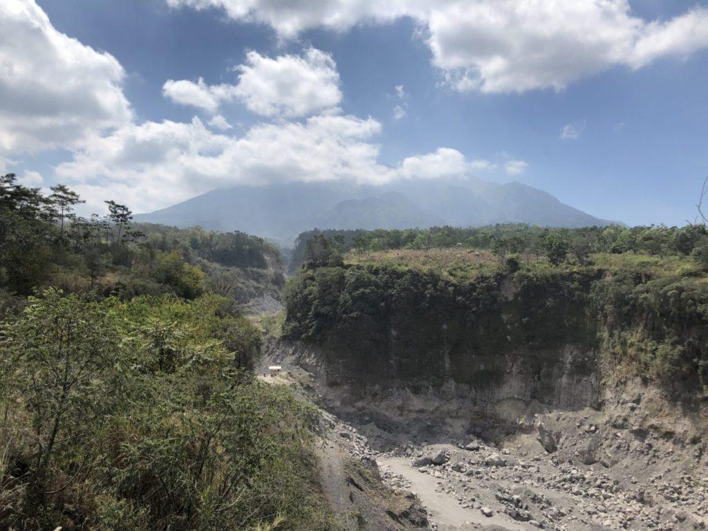 ムラピ山ジープツアー